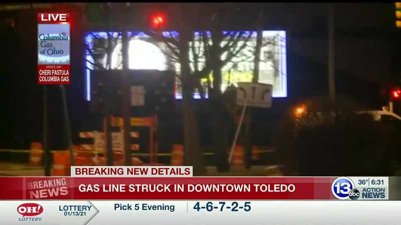 Gas line struck in downtown Toledo