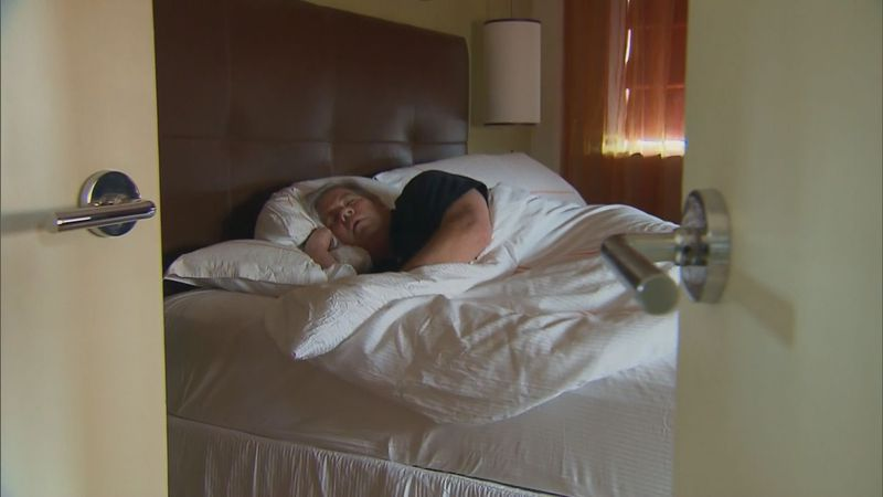 A local expert weighs in on why it's so difficult for many Americans to fall asleep, and ways...