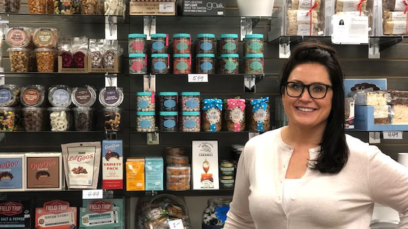 New snack shop opens in downtown Toledo