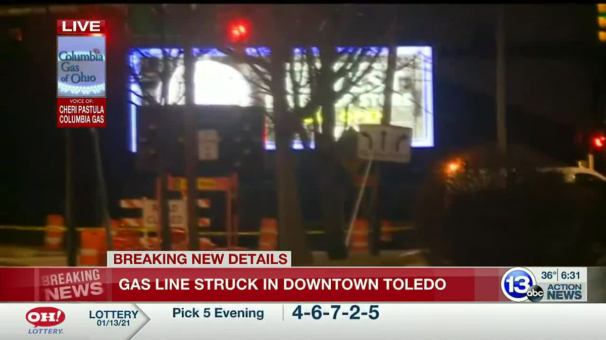 Gas line struck in downtown Toledo