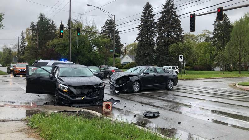 Car Crash closes part of Secor Road in Toledo