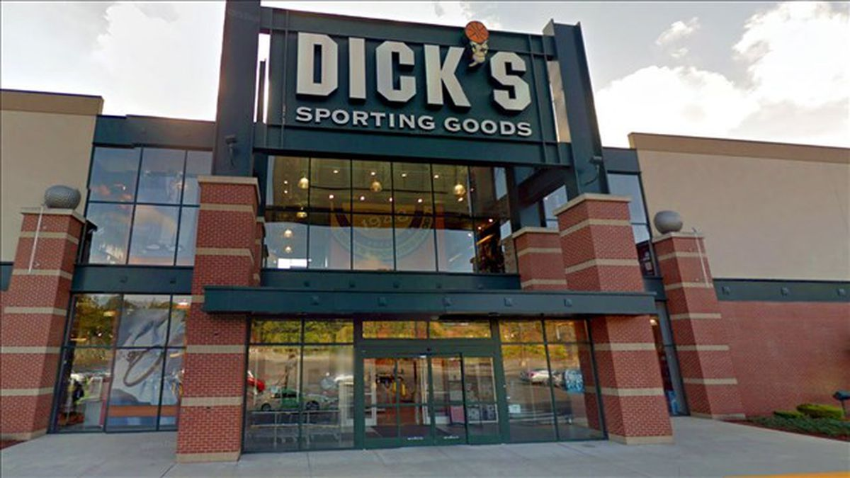 Dick's Sporting Goods ends sale of assault-style rifles in ...