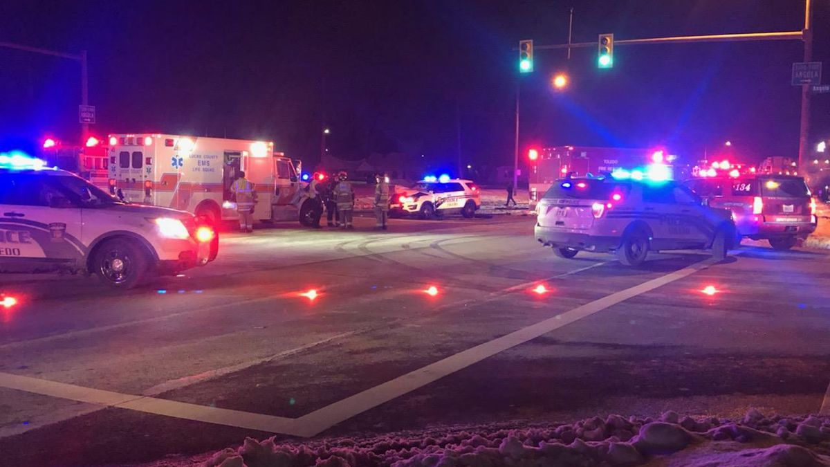 Multiple cars damaged after suspect leads police on chase through Toledo