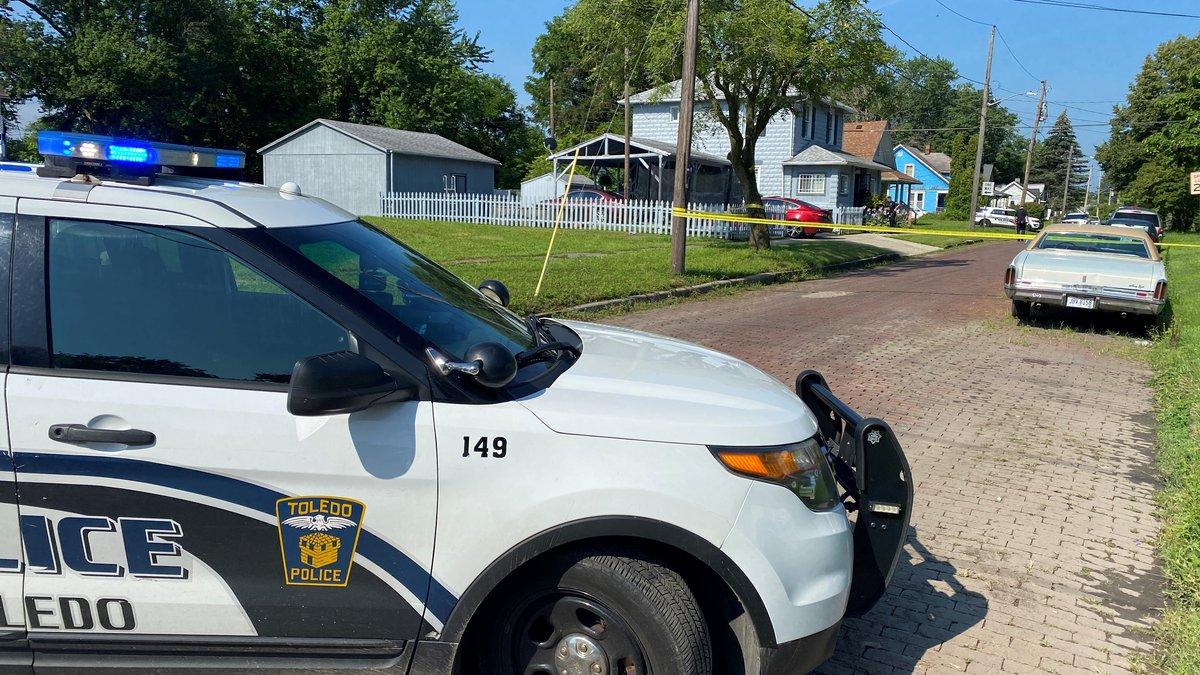 Toledo Police investigating a stabbing on Sunday morning