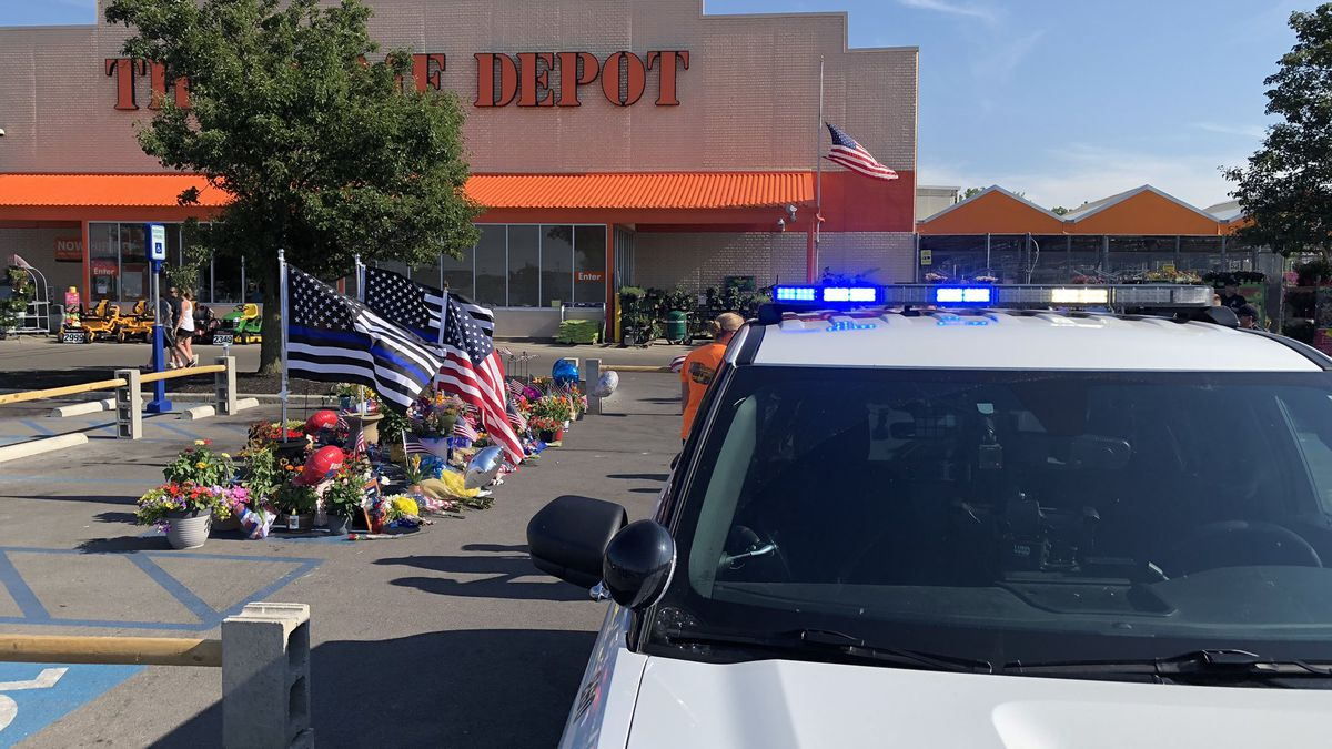 Community Comes Out To Honor Fallen Toledo Officer