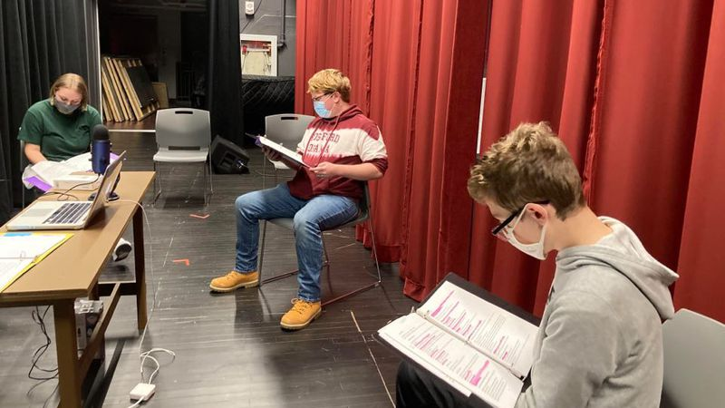 Rossford Drama students perform play on WRQN