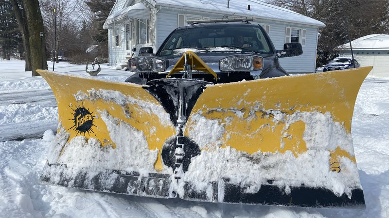 Northwest Ohio locals are lending a helping hand to those trapped indoors by offering free snow...