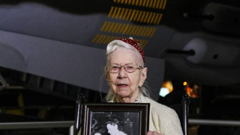 100-year-old Gladys Prochaska worked on wiring for the planes at a Detroit factory